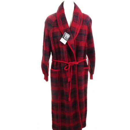 robes de chambres en laine des pyrenees cossais rouge. Black Bedroom Furniture Sets. Home Design Ideas